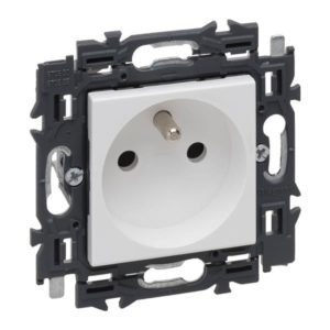 Prises -Valena Next prise 2P+T 16A appareil complet blanc à griffes