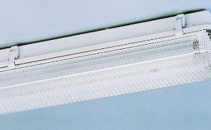 Luminaire étanche -Luminaire étanche type fermé polycarbonate 1x36W EVG IP65 clips plastique